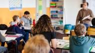 Lernen jenseits staatlicher Institutionen: Unterrichtsszene aus einer privaten Realschule in Frankfurt.