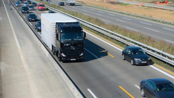 Erster selbstfahrender Lastwagen auf deutscher Autobahn