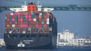 Mega-Stau lähmt den Welthandel