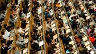 Problemfall Massenuni: Bei so vielen Studenten ist die Betreuung schwierig.