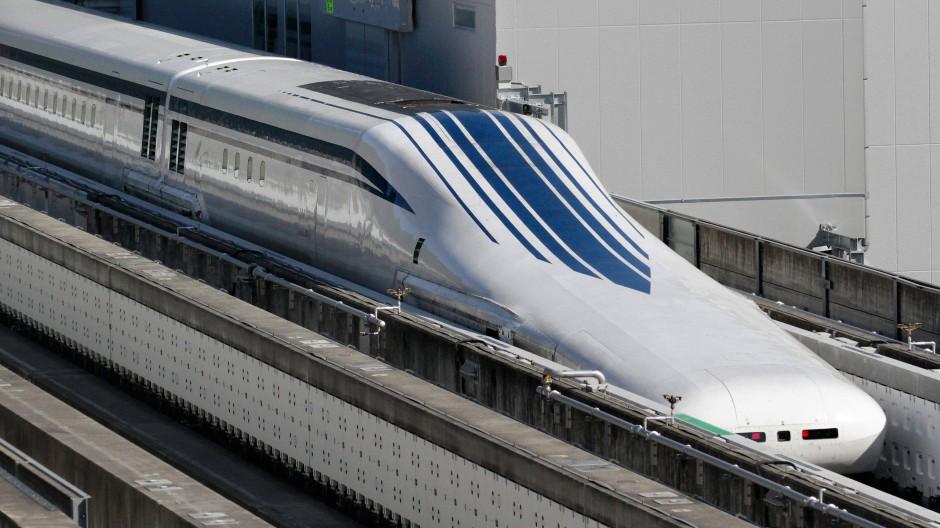 Ein Testzug der Maglev-Hochgeschwindigkeitsbahn