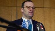 Eben noch auf dem CDU-Parteitag, jetzt auf der Apothekerversammlung: Gesundheitsminister Jens Spahn