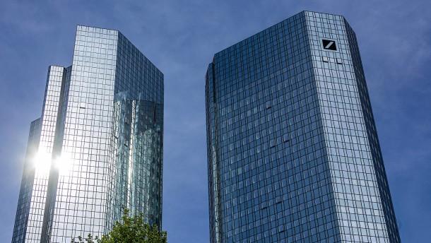 Kartellklage gegen zehn Großbanken