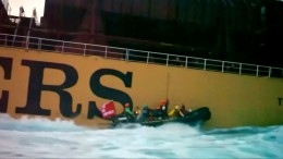Greenpeace entert Frachtschiff