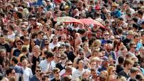Die Mehrzahl der jungen Menschen blickt optimistisch in die Zukunft. Ist das ein Grund, warum weniger von ihnen fürs Alter vorsorgen?