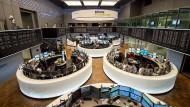 Börse in Frankfurt: Die Finanzstabilität sei gefährdet, warnen die Ökonomen.