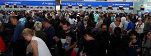 Am Wochenende musste viele Passagiere warten, weil ihr Flug ausfiel.