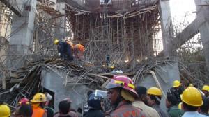 Etwa 100 Arbeiter nach Fabrikeinsturz vermisst