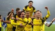 Da freuen sich sicher nicht nur die Dortmunder: Die Partie zwischen Borussia Dortmund und Schalke 04 am 27. April wird in einer bisher einmaligen Kooperation parallel bei ARD und Sky ausgestrahlt.