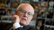 Man wird Schulz noch kritisieren dürfen: Volker Kauder findet deutliche Worte für die Kritik der SPD.