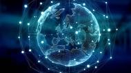 Das Internet verbindet Menschen rund um die Welt mehr als je zuvor – mit guten und weniger guten Folgen.