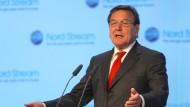 Gerhard Schröder, ehemaliger Bundeskanzler und nun Aufsichtsrat und Redner, soll den gordischen Knoten durchschlagen.
