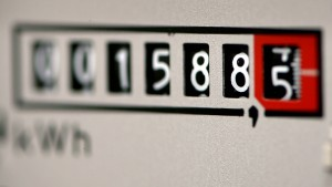 Stromkunden werden überproportional belastet