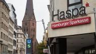 Auch die Hamburger Sparkasse bereitet negative Zinsen vor.