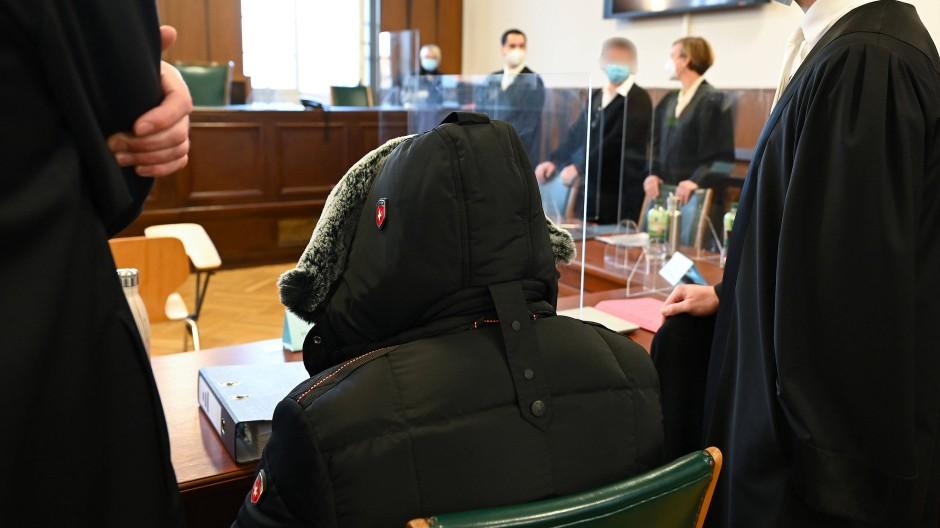 Angeklagt: Die Verantwortlichen des mittlerweile insolventen Goldhändlers PIM waren im Dezember im Gerichtssaal in Darmstadt.
