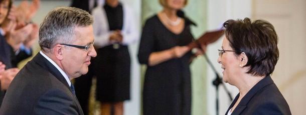 Polens Präsident Komorowski (l) mit Ewa Kopacz