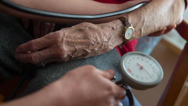 Pflegemindestlohn: plus 63 Prozent