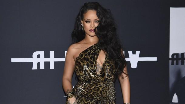 Rihanna knöpft sich Indiens Regierung vor