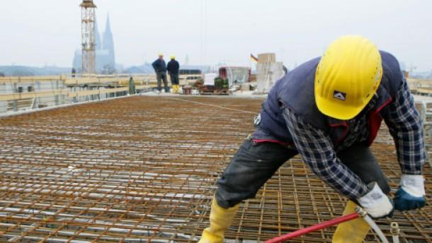 Schwarzarbeit auch unter West-Arbeitslosen hoch