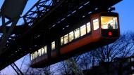 Wuppertal verschenkt drei Schwebebahnwaggons