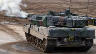 Ein Kampfpanzer vom Typ Leopard 2A7 während einer Übung in Niedersachsen im vergangenen September.