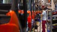 Energieverbrauch senken hat Vorrang: Produktion des Herstellers LMH in Aschaffenburg.