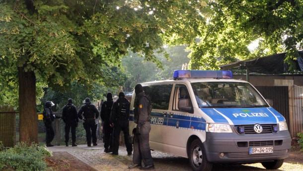 1000 Polizisten gehen gegen Rocker vor
