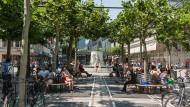 Vielfältig: Die Bevölkerung Frankfurts wird immer bunter - erstmals hat mehr als die Hälfte der Einwohner ausländische Wurzeln, wie auch auf der Zeil zu sehen ist
