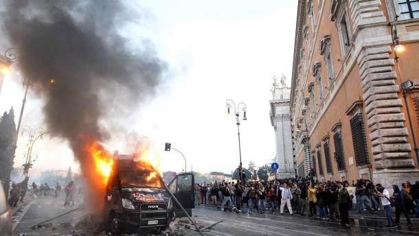 "Über 100.000 ""Empörte"" protestieren in Rom"