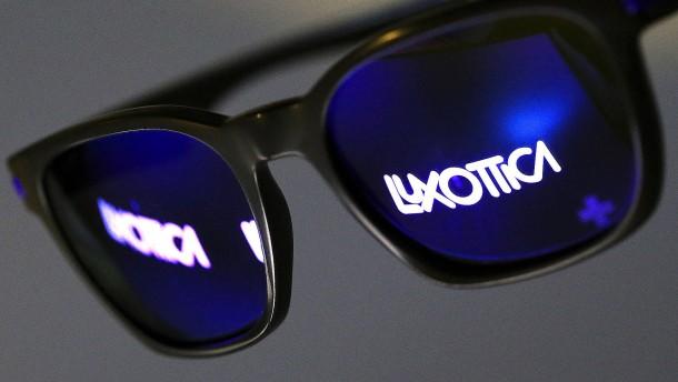 Milliardenfusion in der Brillenbranche