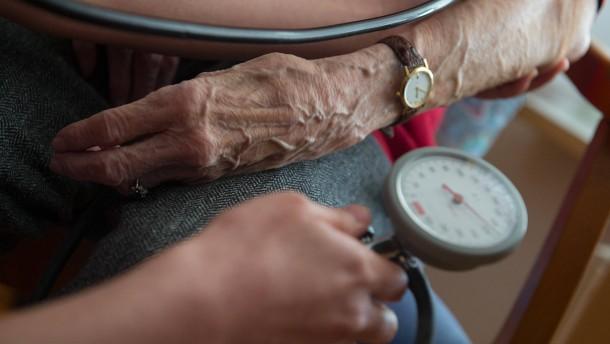 Pflegende Angehörige nutzen Hilfsangebote selten