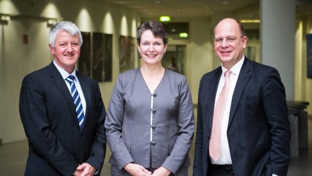Wie werde ich Partner -  drei erfahrene Rechtsanwälte diskutieren in Frankfurt zum Thema , Daniela Weber-Rey (Clifford Chance), Jörg Risse und Stephan Spehl (beide Baker & McKenzie).