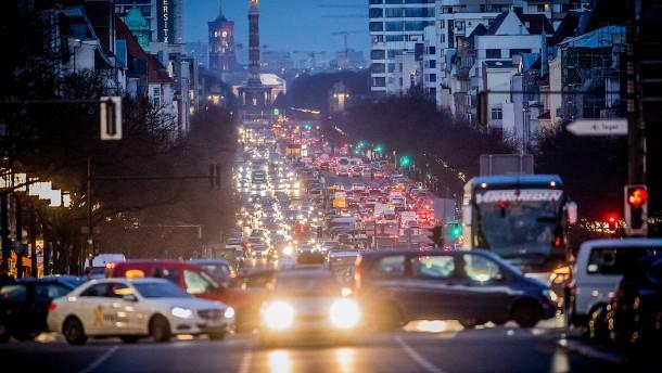 Stadtwerke fordern Steuer auf Öl, Gas und Benzin