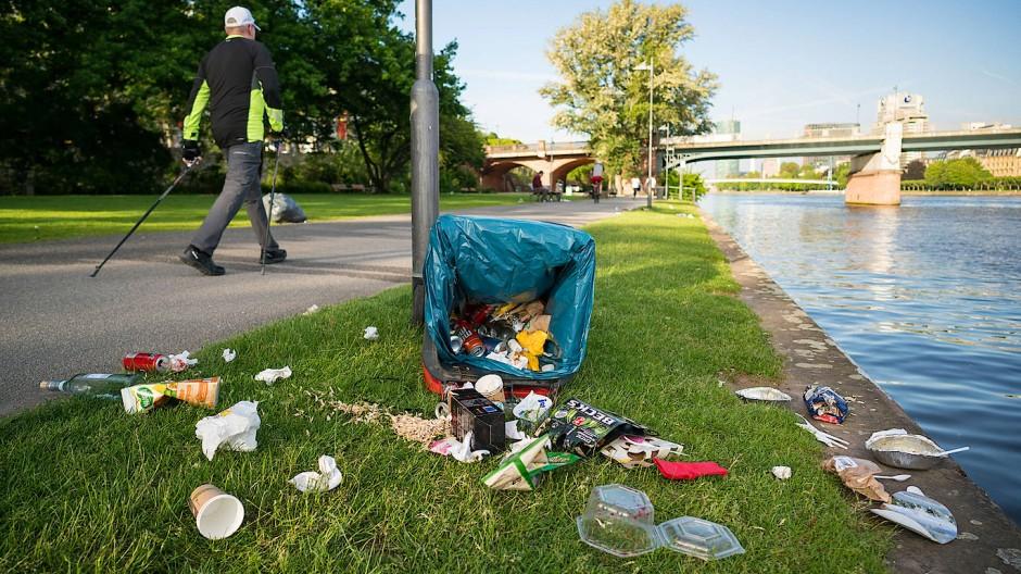 Alles richtig gemacht: Draußen Leute getroffen, gesund gegessen, den Müll entsorgt. Der Bundesregierung aber reicht das nicht.