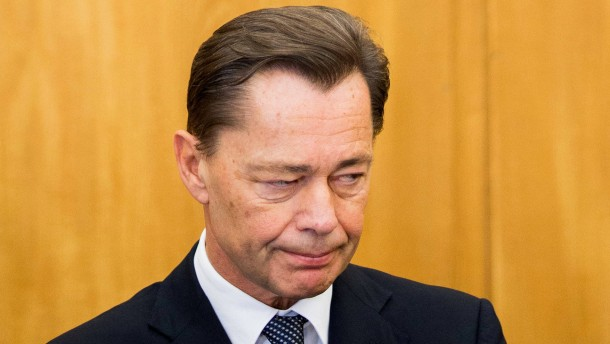 Middelhoff bleibt in Untersuchungshaft