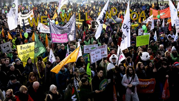 Tausende demonstrieren gegen Kohlestrom