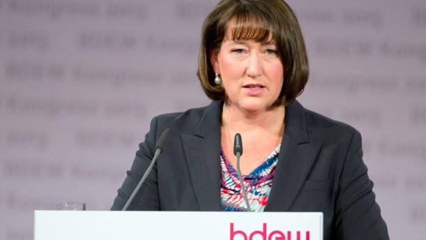 RWE holt sich Hildegard Müller