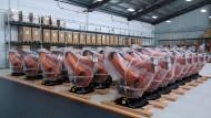 Wem gehören sie bald? Abgepackte Kuka-Roboter warten in Schanghai auf Abholung.
