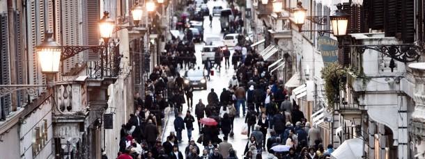 Die KfW mischt mit: Die Einkaufsstraße Via Condotti in Rom.