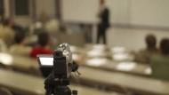 Gefilmte Vorlesungen spielen in vielen MOOCs eine entscheidende Rolle.
