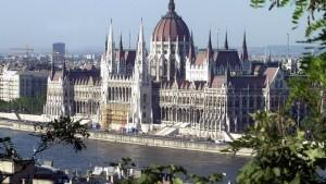 EU kündigt Defizitsünder Ungarn Geldentzug an