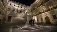 Zentrale der italienischen Krisenbank Monte dei Paschi in Siena: Vor allem in Italien leiden die Banken unter hohen Lasten aus faulen Krediten.