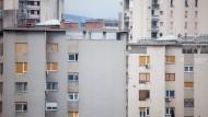 Mancher hat noch ein Dach überm Kopf, bekommt aber längst kein Geld mehr am Automaten: in Kroatien ist ein Schuldenerlass für die Ärmsten geplant.