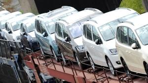 Deutsche halten sich beim Autokauf zurück