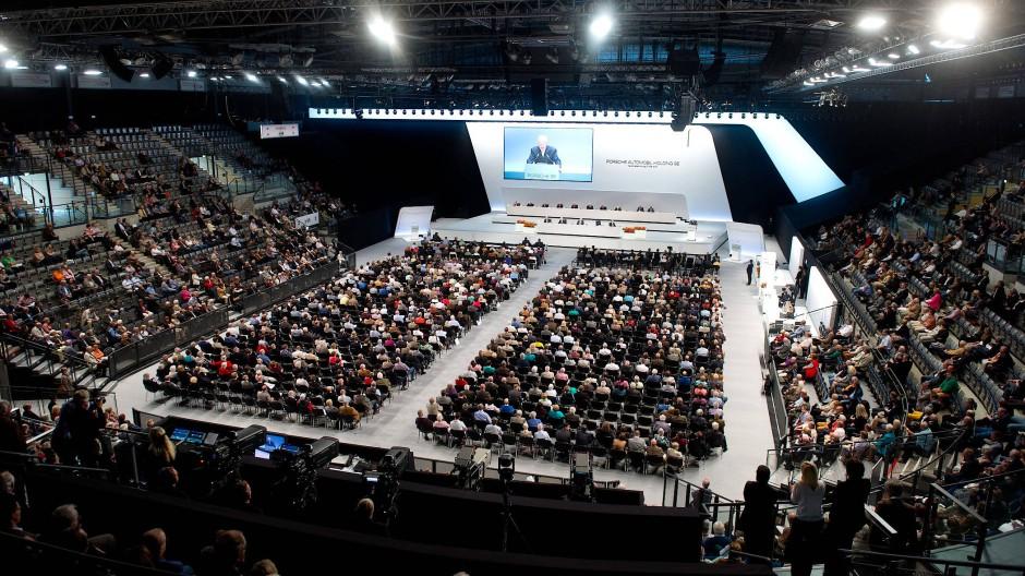 Vor Corona stets gut besucht: Hauptversammlung der Porsche Automobil Holding in der Porsche-Arena in Stuttgart