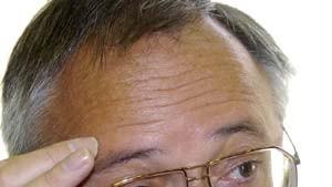 Eichel meldet 3,7 Prozent Defizit