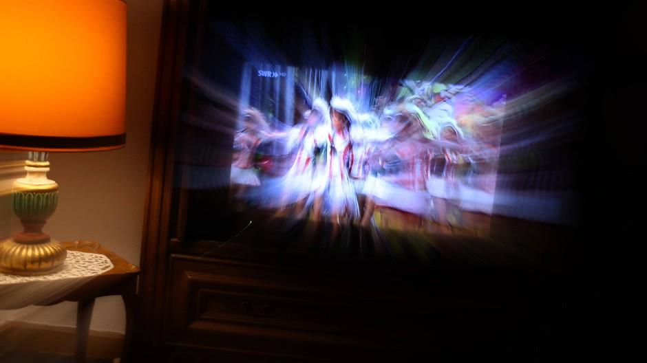Kein Fehler des Fernsehers: Diese Bewegungsunschärfe ist kameragemacht.