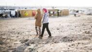 Wie lange können sie es hier aushalten? Zwei Mädchen im Flüchtlingslager Za'atari, in dem 80.000 Syrer leben.