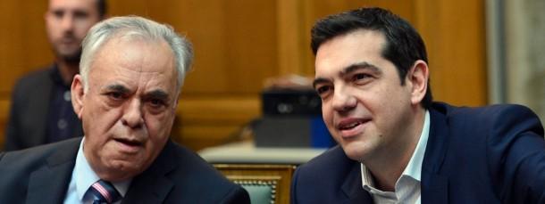 Giannis Dragasakis (links) und Alexis Tsipras während der ersten Kabinettssitzung
