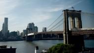 Verbindet die Stadtteile Manhattan und Brooklyn: die Brooklyn Bridge